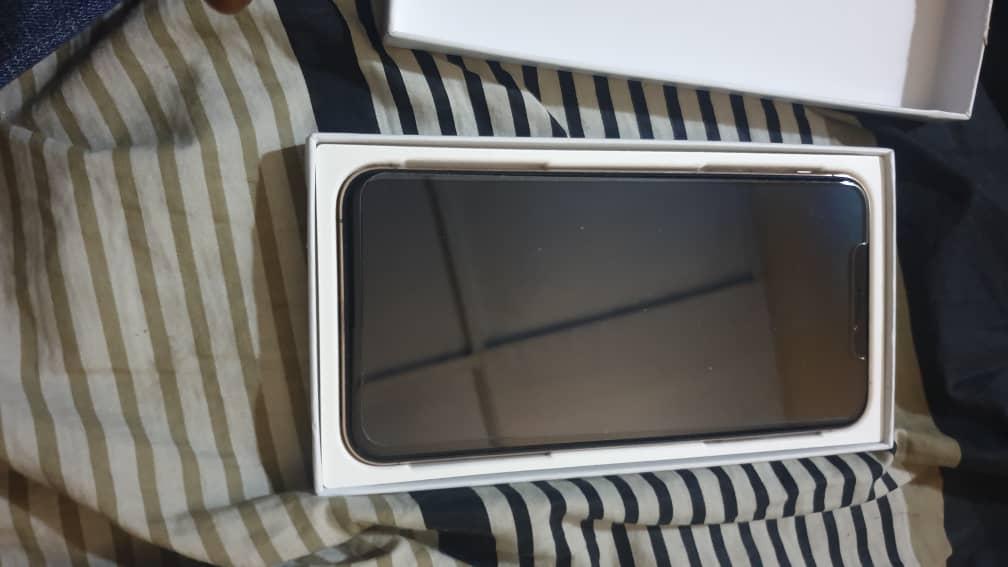 Iphone xs max dans carton